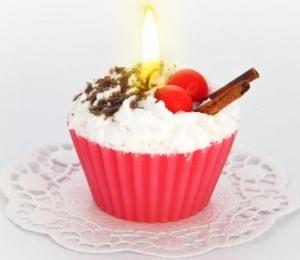"""Свеча """"пирожное"""" ручной работы CHERRY, d8 h6 см"""